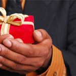 Cadeaux clients ou cadeaux d'affaires : régime de TVA et déduction fiscale