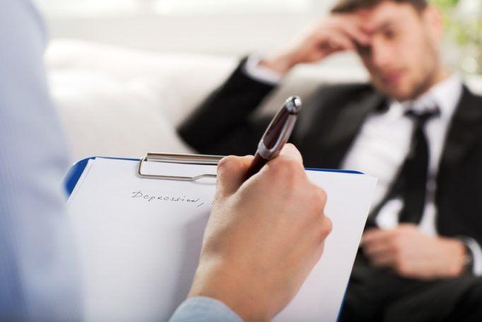 Le salarié qui prend l'initiative de la visite de reprise doit en informer son employeur