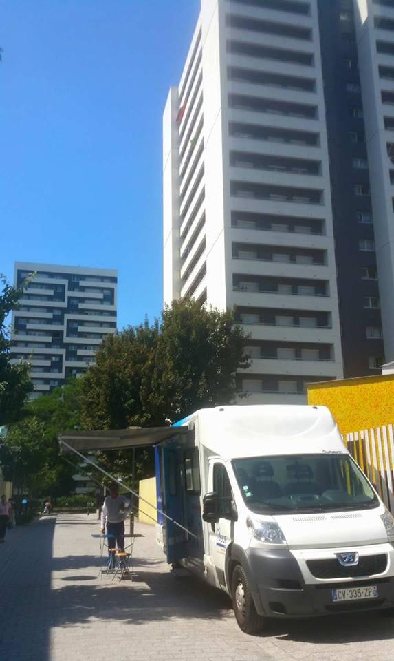 Le bus de la création d'entreprise stationne à la cité Michelet