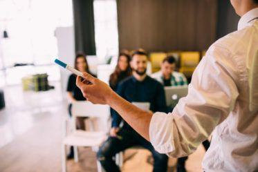 L'Entrepreneurship School transforme les créateurs d'entreprises à succès en formateurs