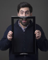Efraim Clam, fondateur de Little Corner : « Les campagnes d'affichage dans les toilettes ont un taux de mémorisation de 85%»
