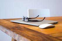 Personne physique ou personne morale : quel cadre juridique choisir pour une PME ?