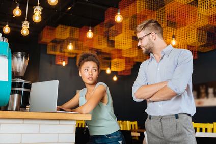 L'opinion des salariés sur leur patron serait influencée par celle qu'ils ont du dirigeant de leur pays