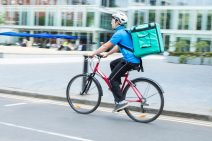 La justice reconnaît le statut de salarié à un auto-entrepreneur livreur à vélo