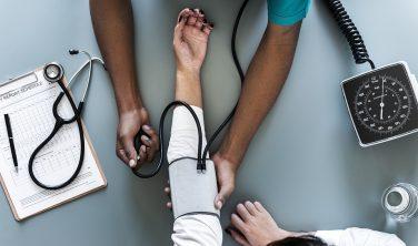 Arrêts maladie TPE : les salariés de petites entreprises renoncent plus souvent aux arrêts maladie